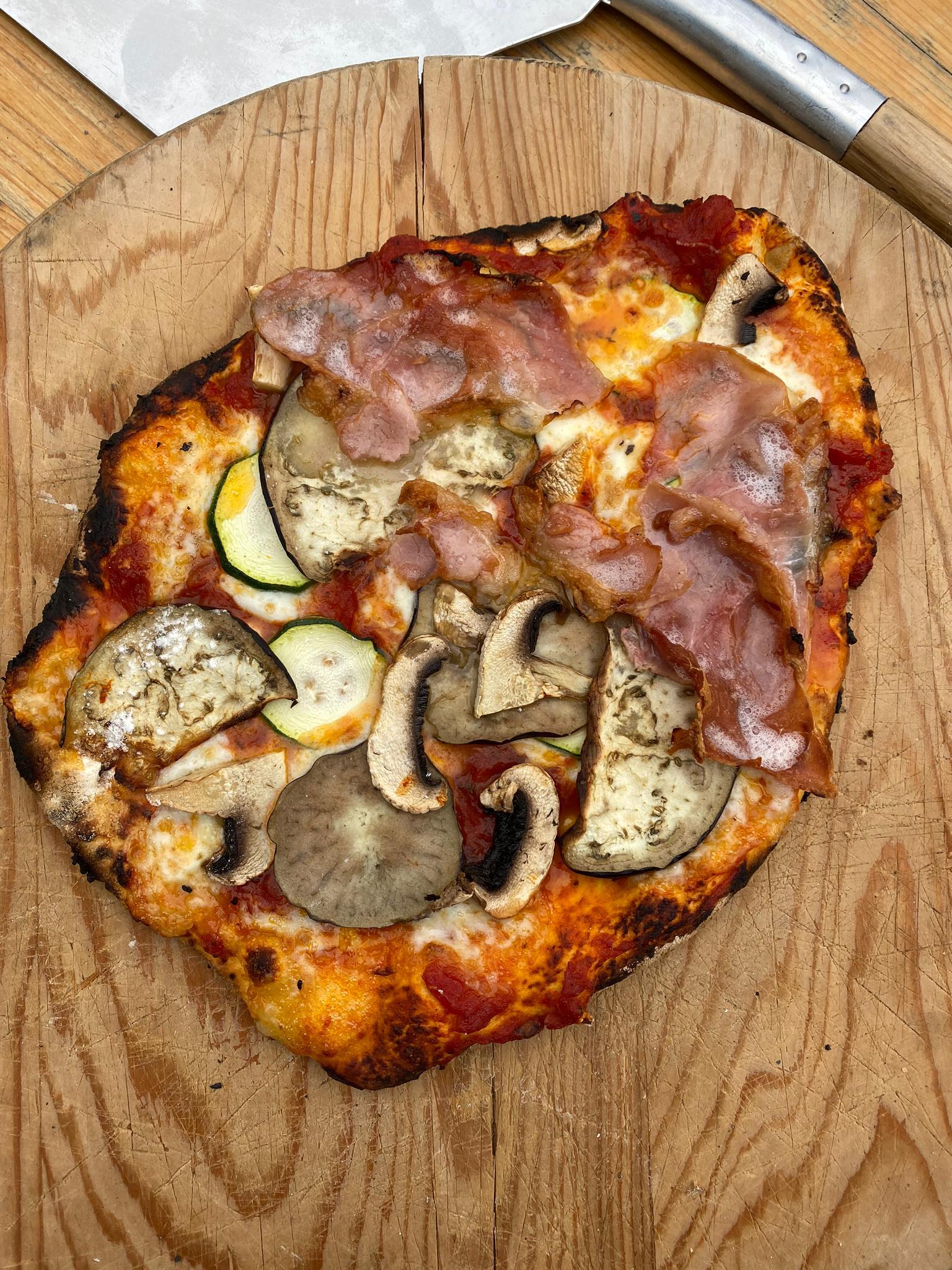 Pizzaofen Onsernonetal-Tessin       Vom ersten Spatenstich bis zu fertigen Pizza